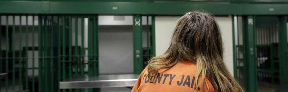 A federal judge has recommended that Galveston County be required to provide attorneys to felony defendants at their initial bail hearings, a partial victory for reform advocates who say the county's cash bail system is unconstitutional